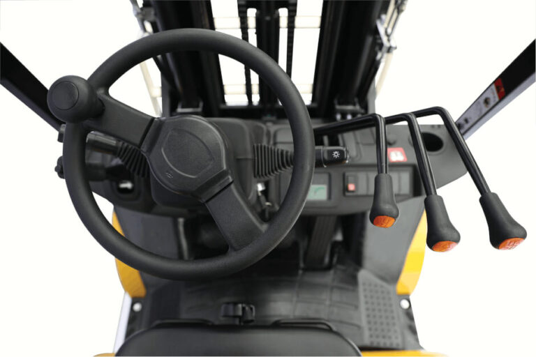 Steering wheel and hydraulic levers of a class V UX series forklift